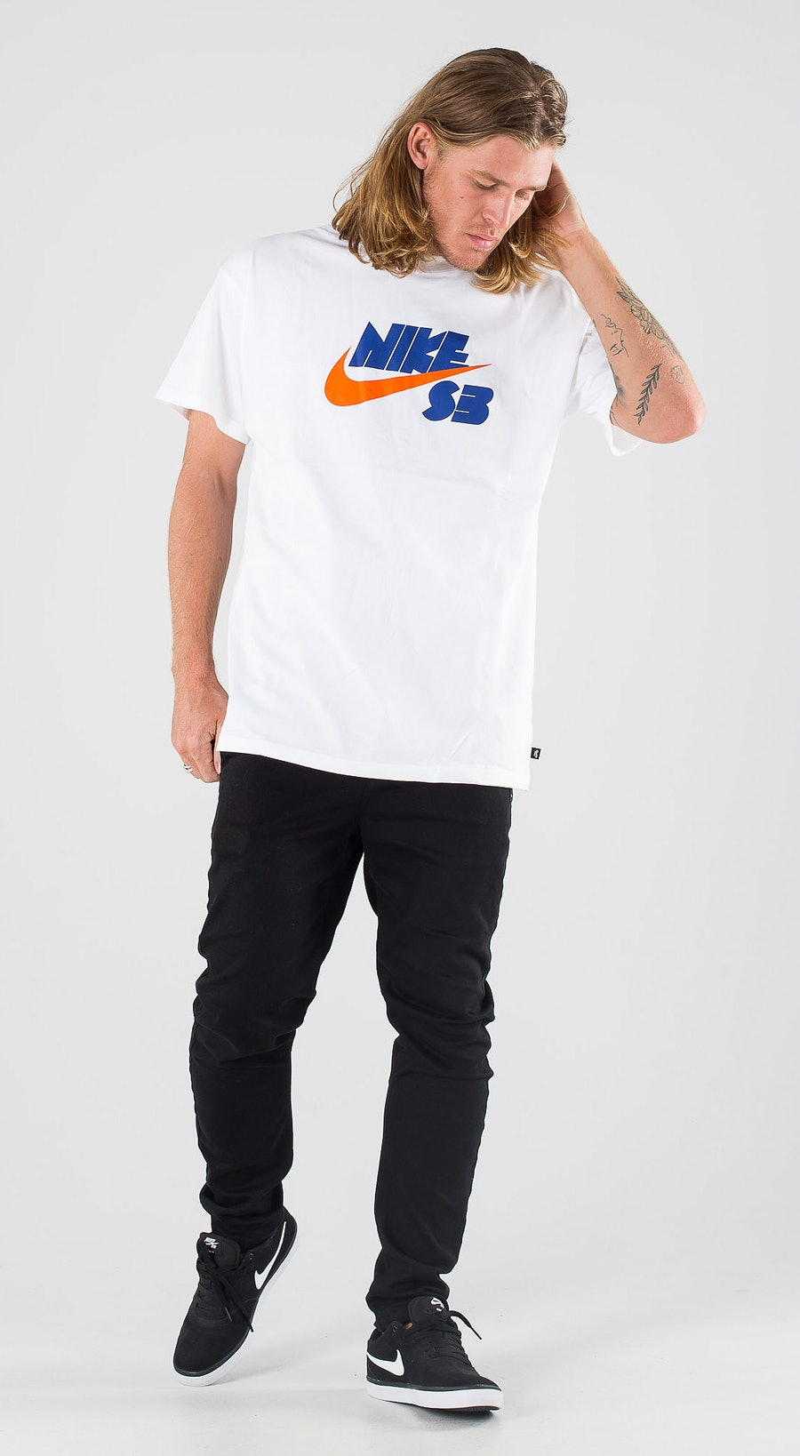 Nike SB Tee Seasonal Logo White Outfit Multi