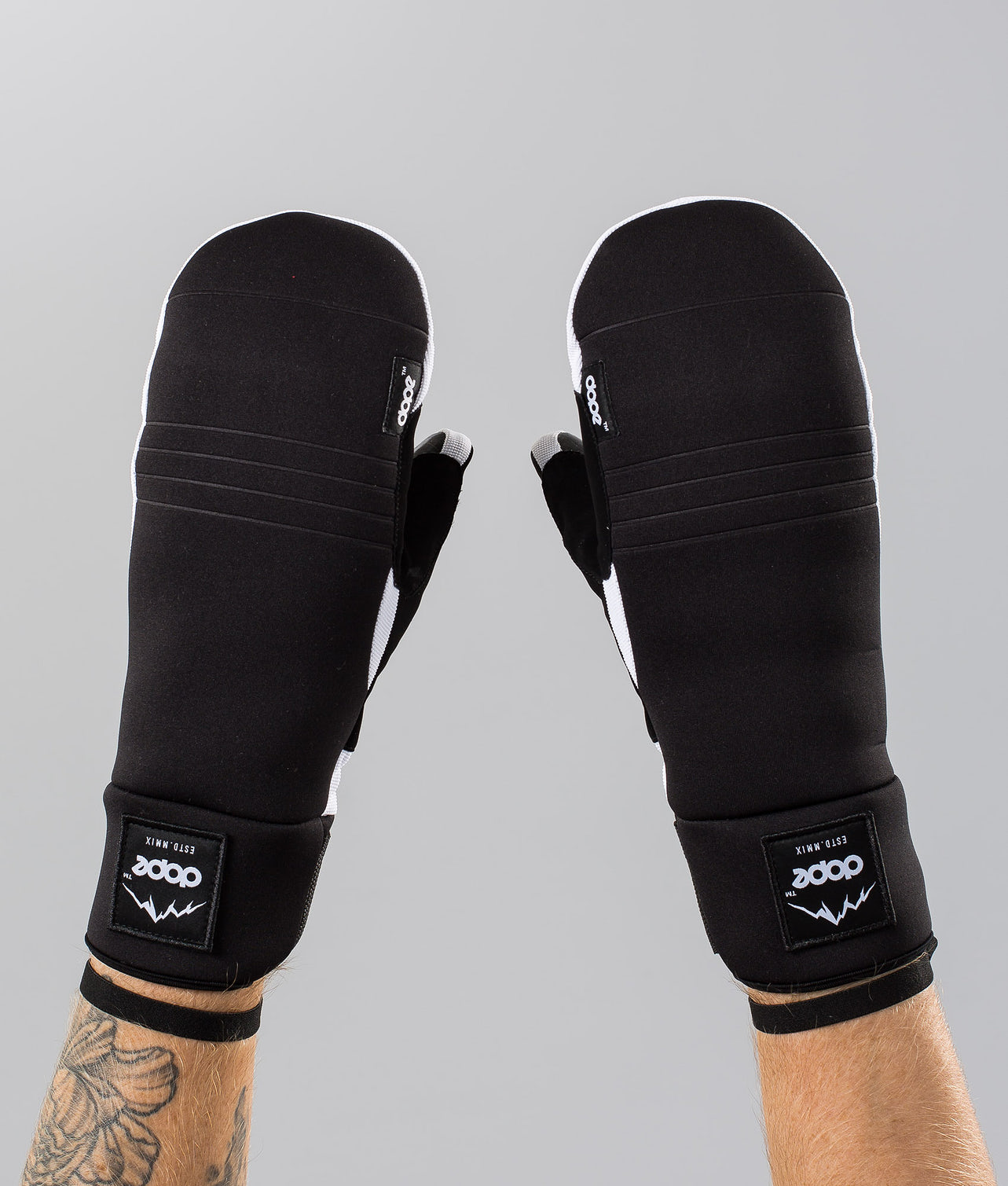 Buy Signet Mitt Ski Gloves from Dope at Ridestore.com - Always free shipping, free returns and 30 days money back guarantee