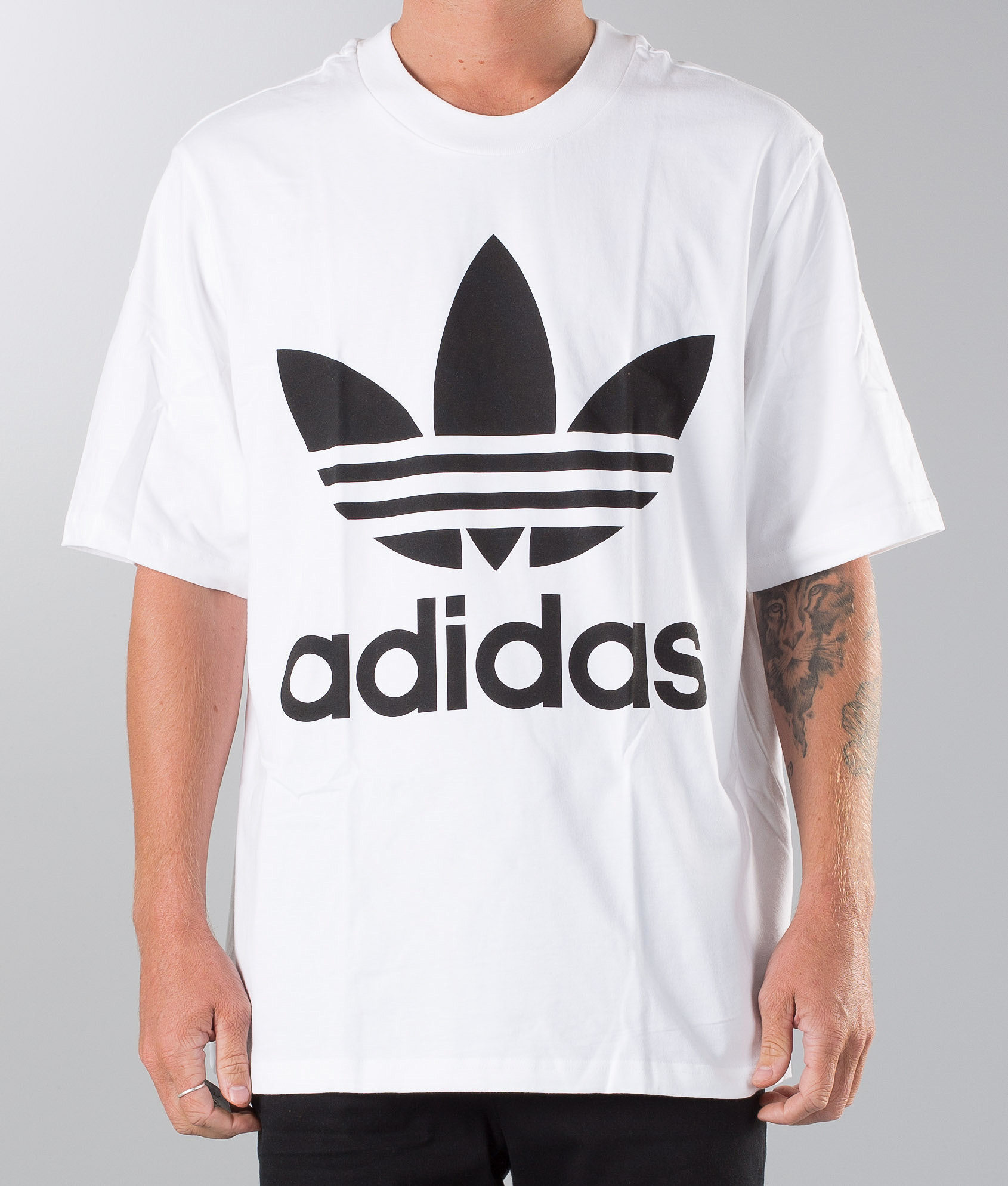 outlet store 18b19 70682 Adidas Originals Oversized T-shirt