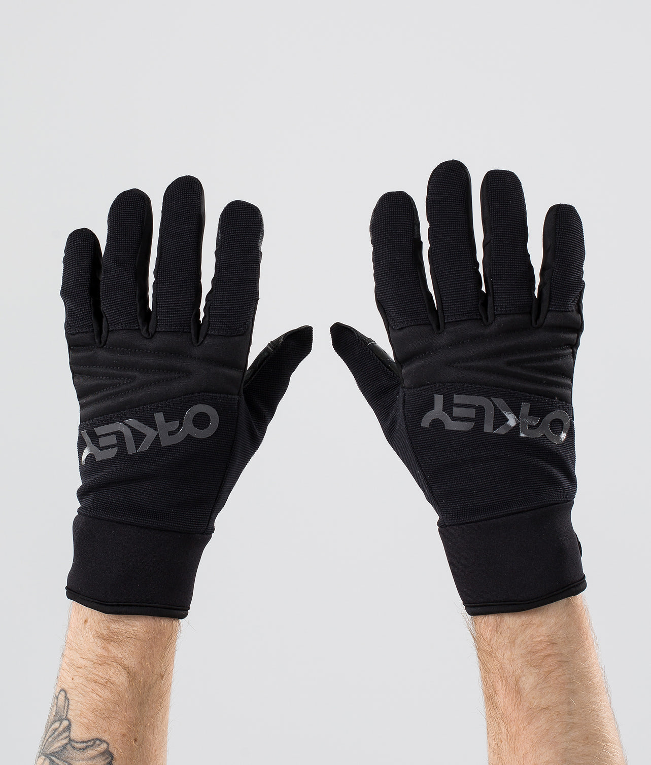 Buy Factory Park Ski Gloves from Oakley at Ridestore.com - Always free shipping, free returns and 30 days money back guarantee