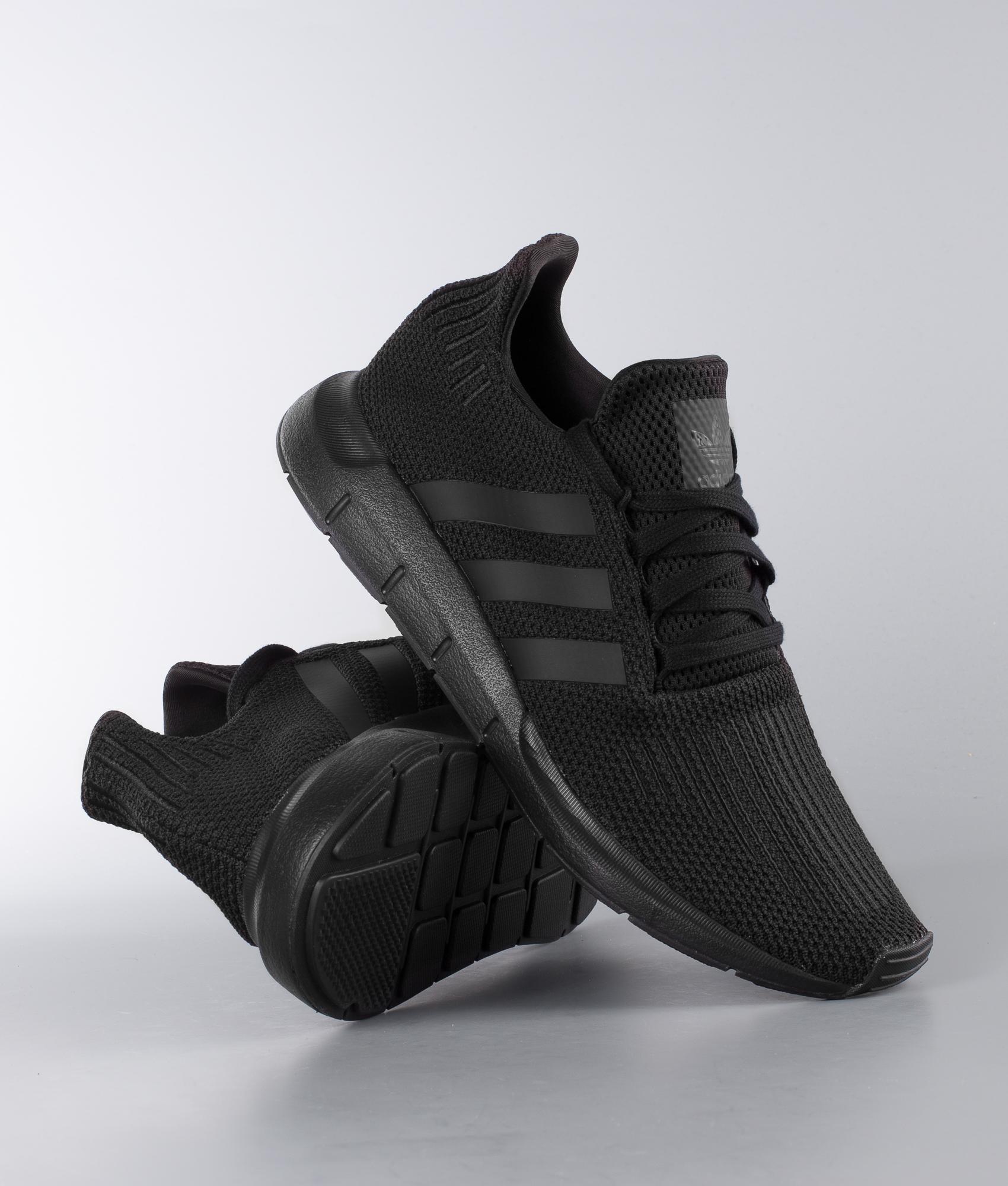 Adidas Originals Chaussures Chez Blackcore De Run Core Swift PCnCvq