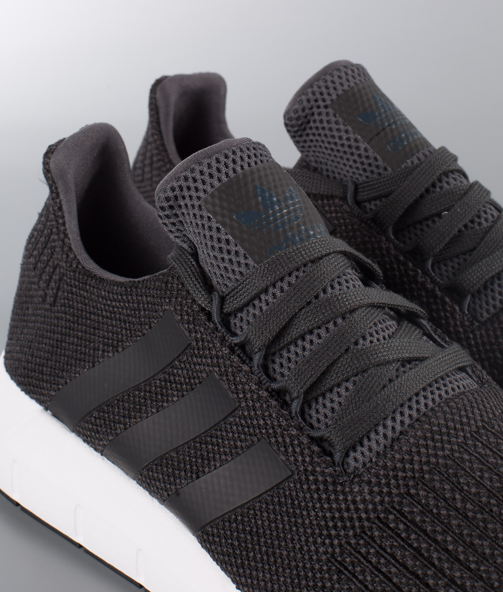 Carboncore Adidas Originals Chaussures Run De Swift Chez Black gYqrg