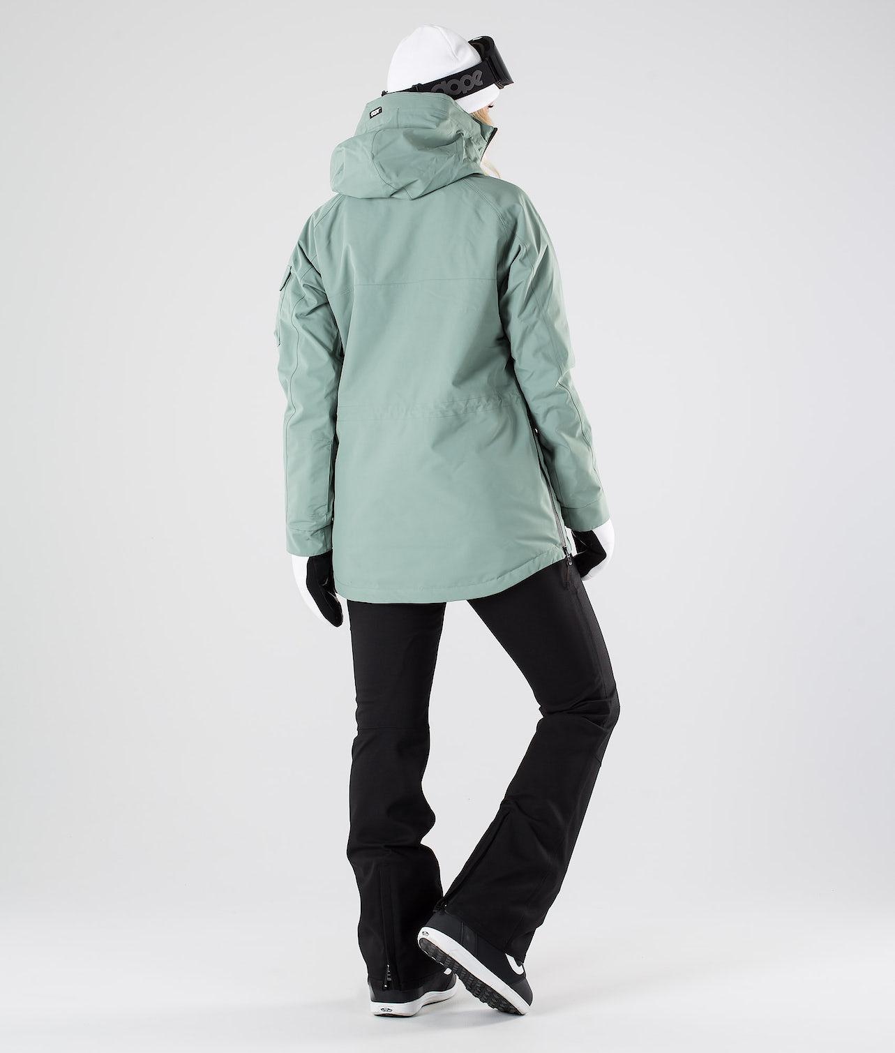 Kjøp Akin W Snowboardjakke fra Dope på Ridestore.no - Hos oss har du alltid fri frakt, fri retur og 30 dagers åpent kjøp!