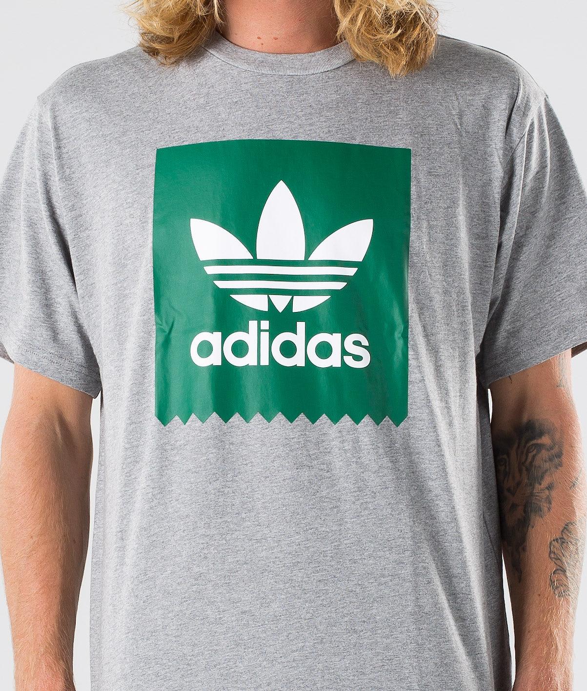 Kjøp Solid BB T T-shirt fra Adidas Skateboarding på Ridestore.no - Hos oss har du alltid fri frakt, fri retur og 30 dagers åpent kjøp!