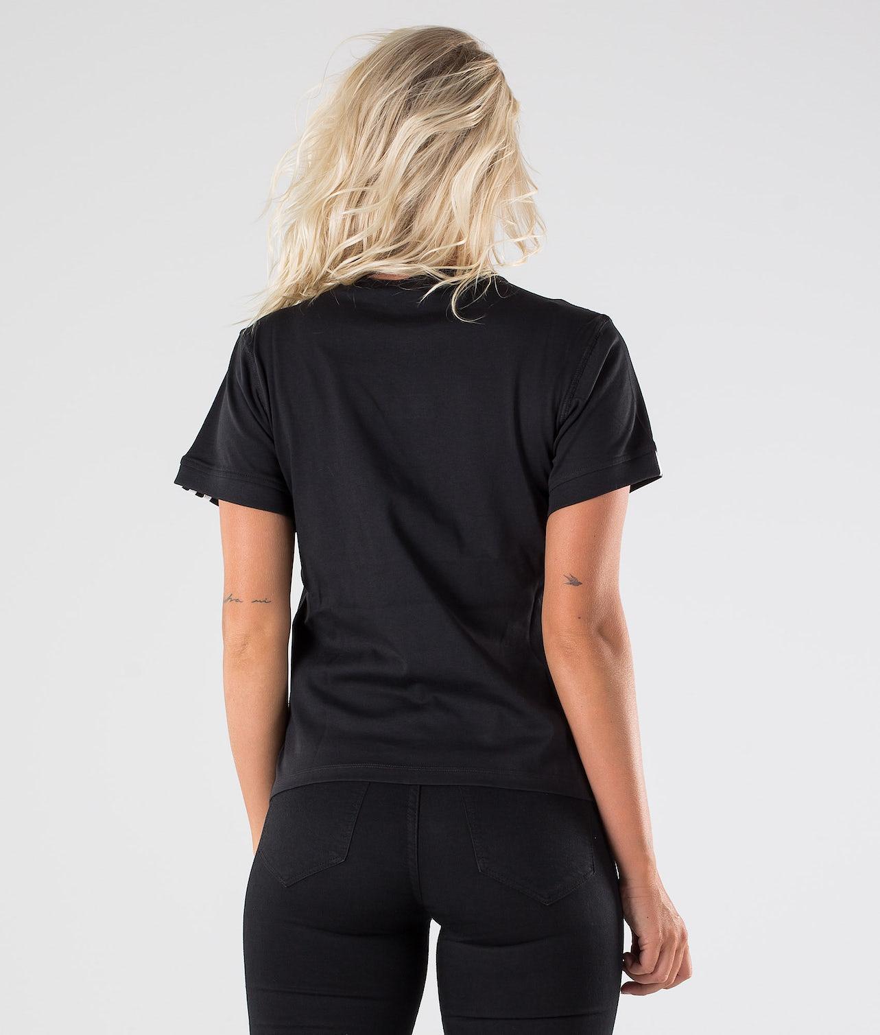 Kjøp T Shirt. T-shirt fra Adidas Originals på Ridestore.no - Hos oss har du alltid fri frakt, fri retur og 30 dagers åpent kjøp!