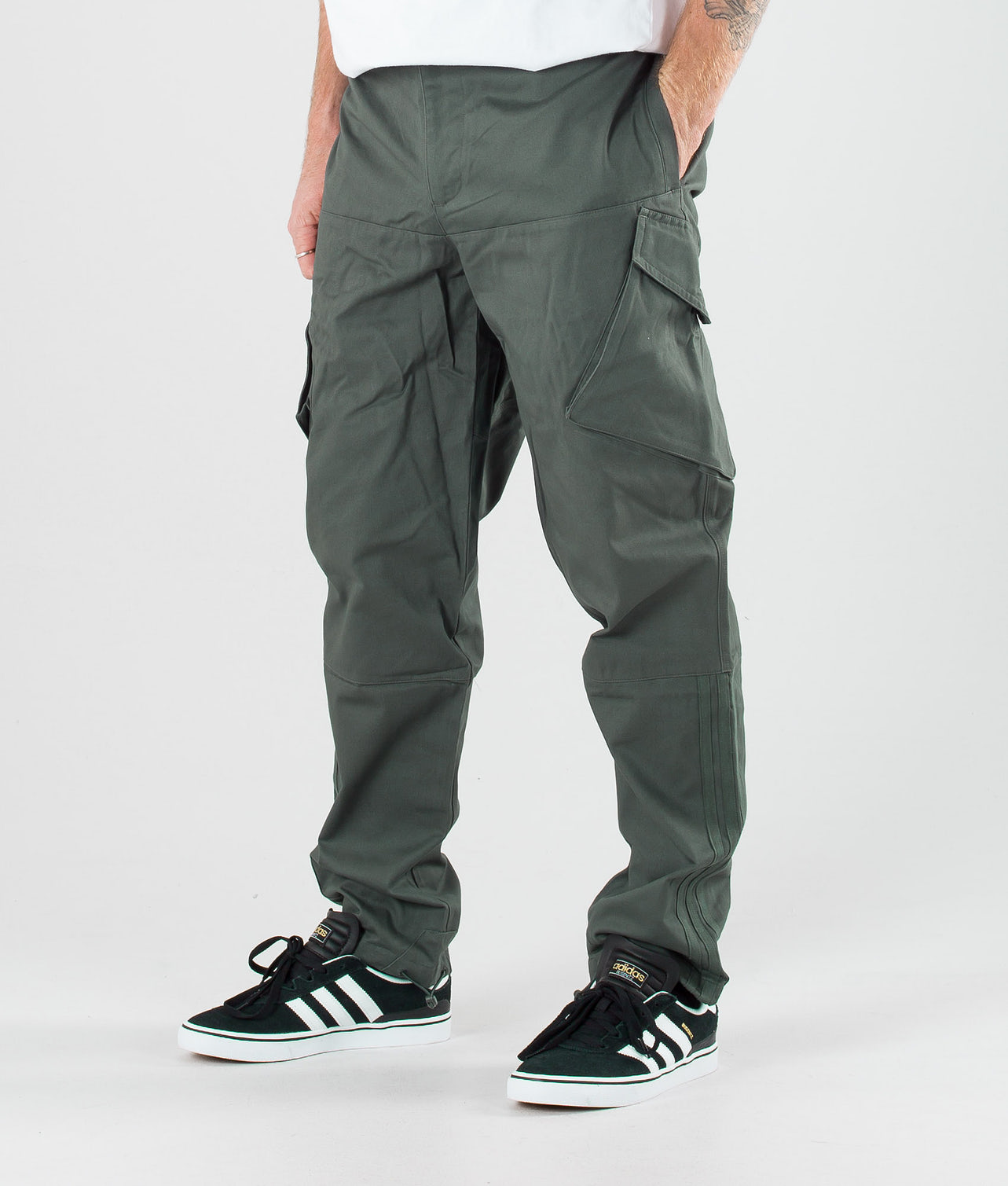 Kjøp Cargo Bukser fra Adidas Skateboarding på Ridestore.no - Hos oss har du alltid fri frakt, fri retur og 30 dagers åpent kjøp!