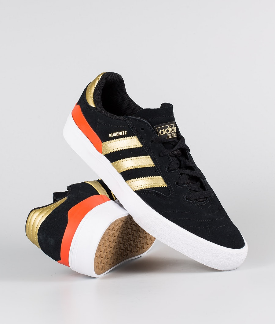 Adidas Skateboarding Busenitz Vulc II Skor Core Black/Gold Metallic/Solar Red
