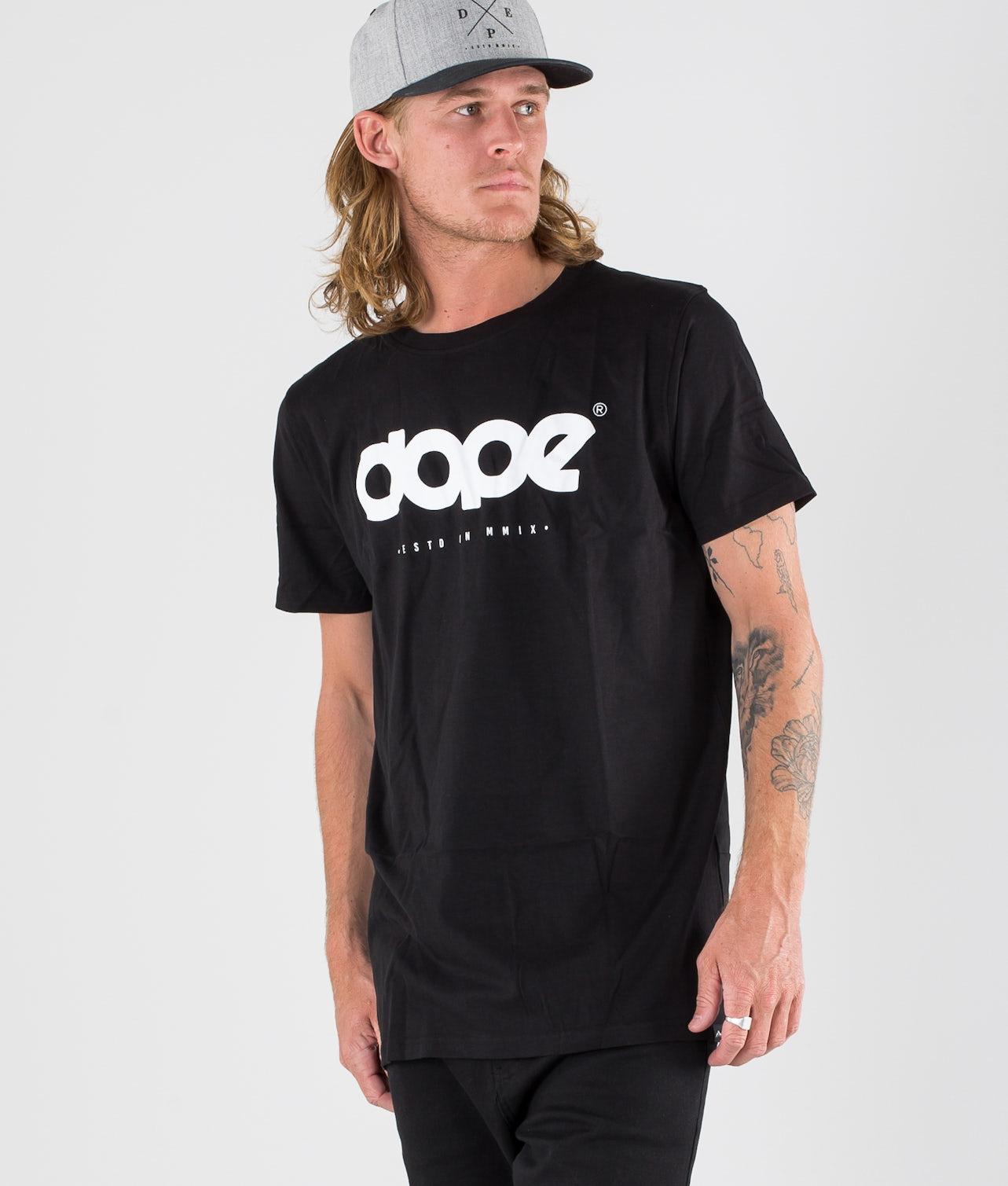 Kjøp OG Logo T-shirt fra Dope på Ridestore.no - Hos oss har du alltid fri frakt, fri retur og 30 dagers åpent kjøp!